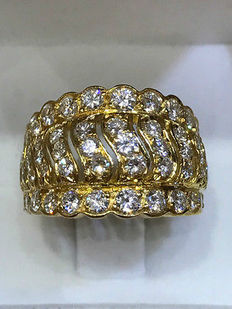 18 kt gold and diamond ring