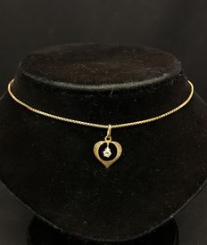 Yellow gold 14 kt venitian necklace with pendant.