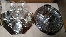 Lot of art-deco serving tray, 6 champagne glasses and snacks scale