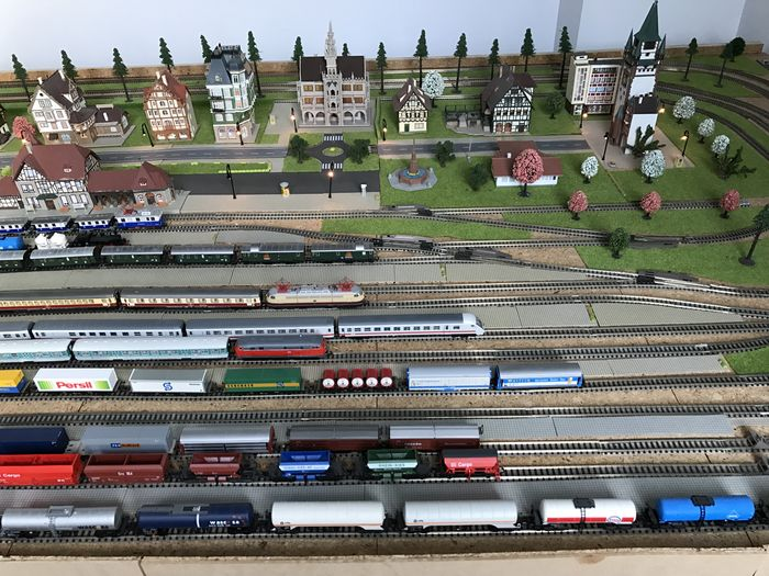 Fleischmann N - Complete model railway track with 23 points, transformers  and 16 trains - Catawiki