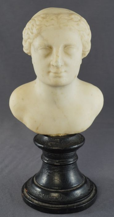 White marble bust of Diana - Italy - late 16th century/early 17th century