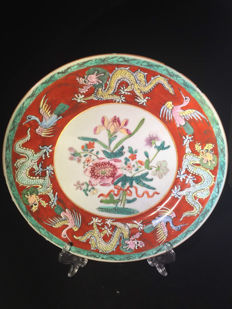 A beautiful famille rose plate - China - begin 19th century