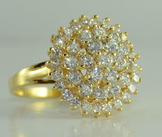 Gold ring set with 43 diamonds totalling 2.70 ct *** No reserve price***