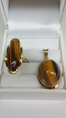 Ring with pendant set with tiger's eye, 14 kt yellow gold