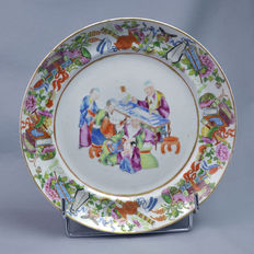 Canton large porcelain plate - China - mid 19th century