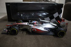 Minichamps - 1/18 scale - McLaren Mercedes MP4-28 - Jenson Button