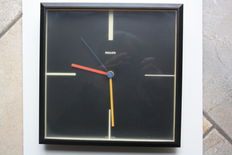 Vintage wall clock, Philips HR5683, 1980s.