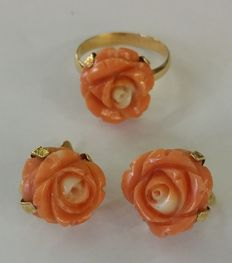 Set consisting of a 14 mm ring and earrings – 18 kt yellow gold and coral – ring diameter: 14 mm, M (UK), 6.25 (USA)