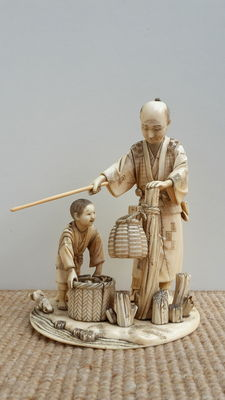 """Antique ivory group – """"Fisherman and child"""" – Japan – 19th century"""