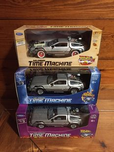 Back to the Future I - II - III - Welly - scale 1/24 (18 x 8,5 x 6,5cm) - DeLorean Time Machine - The complete collection (3 Items)