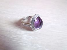 18 kt white gold ring with amethyst and diamonds, ring size: 17.5 mm