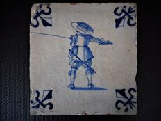Tile with the picture of a pikeman in blue.