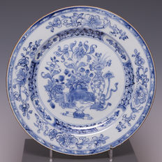 Blue and white porcelain plate, flowerpot with flowers – China – 18th century