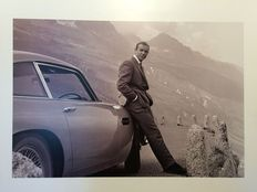 James Bond - Goldfinger - Sean Connery - Large photo/ art print - Sean Connery next to his Aston Martin DB 5 - size 60x80cm