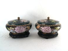 Pair of cloisonné lidded boxes - China - second half of the 20th century