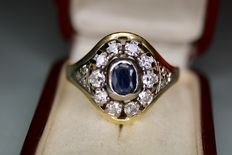 14 kt solid gold ring set with sapphire approx. 1 ct and 10 large natural diamonds approx. 1 ct + 6 smaller diamonds, more than 2 ct in total.