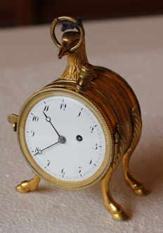 11 A miniature pocket watch / travel watch with eagle head - quarter repetition on button - Switzerland 1840