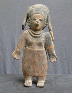 Pre-Columbian pottery large figure, standing lady - 29,8 cm