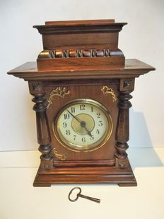 Mantle clock with musical box - structure in waxed wood, circa late 19th century