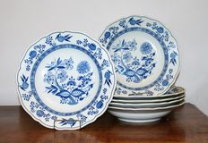 Hutschenreuther - Lot with 6 deep/soup dishes Zwiebelmuster
