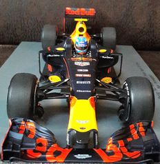 Spark Model - Schaal 1/18 - Red Bull Racing RB 12 winnaar GP Spanje 2016 - Max Verstappen
