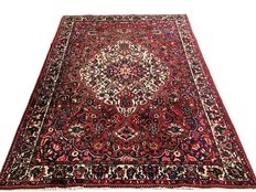 Superb Persian rug: Bakhtiari 305 x 210 cm dating from 1960!!