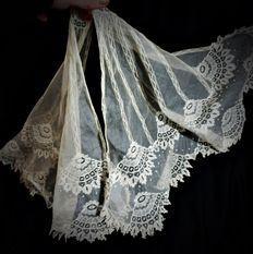 A spanish full hand made butterfly veil - Batiste and different emborideries, laces, raveleds and hemstitch, Spain, late 19th century