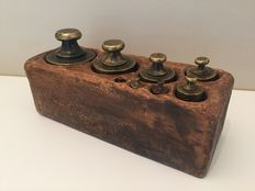 Set calibrated block weights - France - ca. 1920