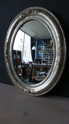 Venetian Oval mirror in beautifully decorated frame - Hand gilded - Silver
