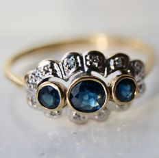 Ring with natural sapphires, approx. 0.40 ct, and small old cut diamonds, around 1920