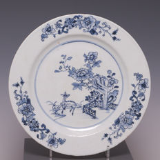 Blue and white porcelain plate – deer in the garden – China – 18th century.