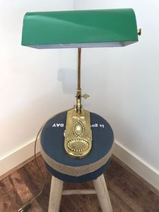 Antique Jungendstil Notary-bankers lamp in copper, with metal green shade. In good condition.