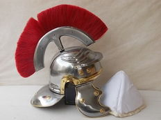 "Roman helmet with Crest and movable ears used in the movie ""Gladiator"" made with steel head, produced in Italy"