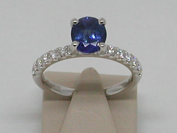18k Gold Diamond and Sapphire Ring total: 2,77ct.