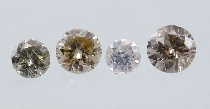 IGI Certified Set of 4 Round Brilliant Diamonds – total 0.18 ct.