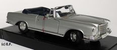 Maisto Collection Classic - Scale 1/18 -  Mercedes- Benz 280SE 1966 convertible- Silver