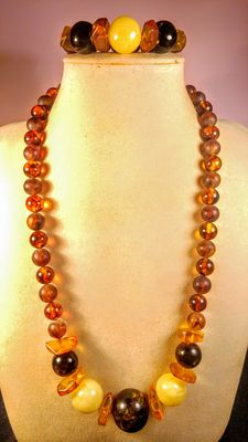 Baltic Amber beads necklace and bracelet, 94 grams