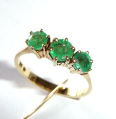 14 kt / 585 gold ring with 3 natural emeralds with very good colour quality