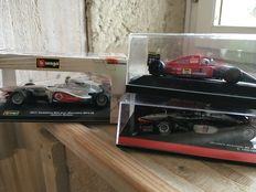 Minichamps / Onyx / Burago - Scale 1/43 - Lot with 3 models: 2 x McLaren F1 & 1 x Ferrari
