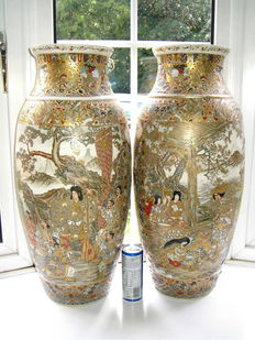 Very large pair fine quality Japanese Satsuma pottery Palace vases Samurai warriors (62cm) - Japan - late 19th century