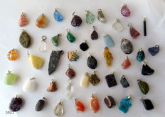 Large and various Lot of semi-precious stones and mineral pendants - 12 to 40 mm  (46)