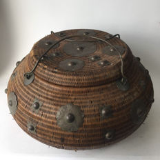 Very decorative large Oriental hand-made basket with beautiful copper fittings (circumference 170 cm, and diameter 52 cm)