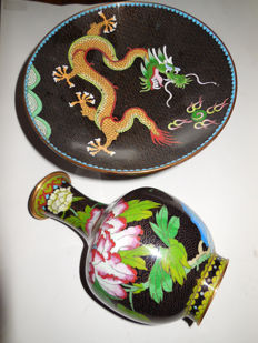 Fine handmade Cloisonne fruit bowl and big vase with dragon and flower motifs, bronze enamel - China - second half of the 20th century