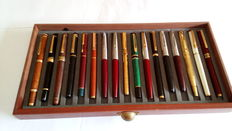 Lot of 17 fountain pens