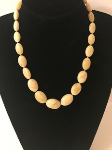 Genuine Baltic Amber necklace, 27 gr., opaque white-yellow colour.