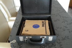 22 78 rpm records with 1960s case with keys, Rock & Roll/Pop/Jazz, including The Platters, Pat Boone and Harry Belafonte