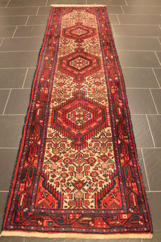 Hand-woven Persian carpet, real Malayer rug, best wool on cotton, plant colours, 81 x 300 cm, made in Iran around 1960
