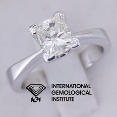 IGI 0.95 ct Princess Cut Diamond Engagement Ring, 18 kt-18 kt / 750 white gold, size 50.5 / 16 mm