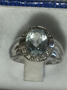 Ring in 18 kt white gold with aquamarine