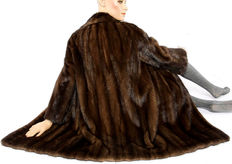 Beautiful coffee-brown mink coat mink fur coat mink coat short coat